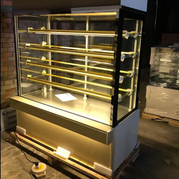Tủ trưng bày bánh kem kính vuông 1m8 5 tầng nhập khẩu